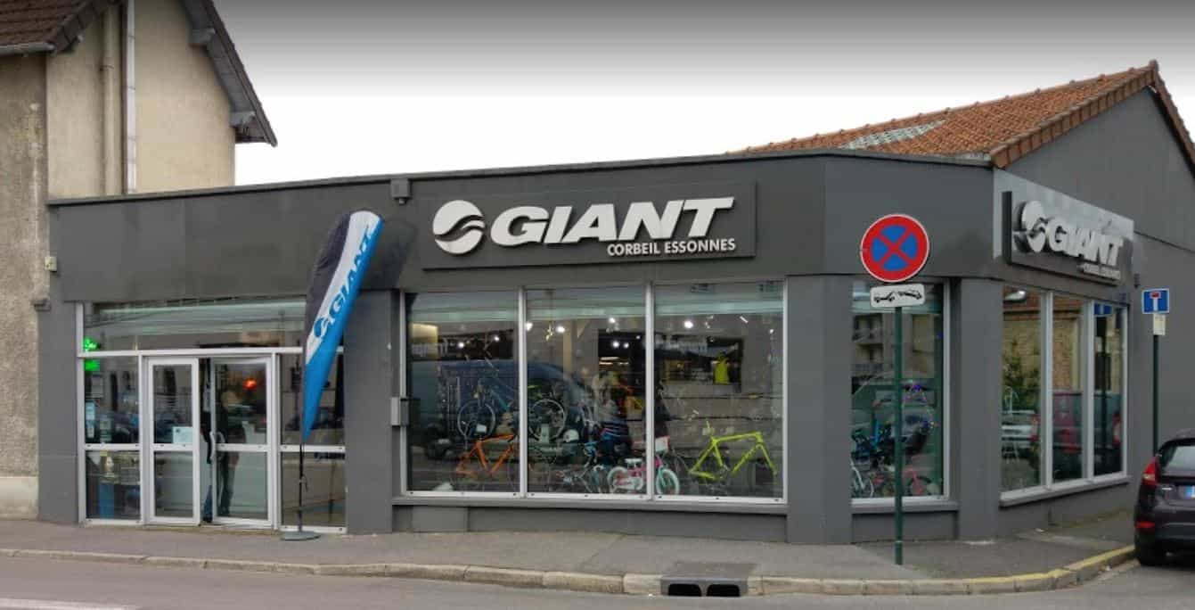 Giant Corbeil Essonnes