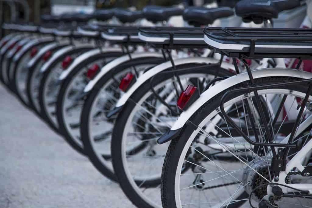 Accompagnateur assistant sur circuit à vélo - logistique sur événement à vélo