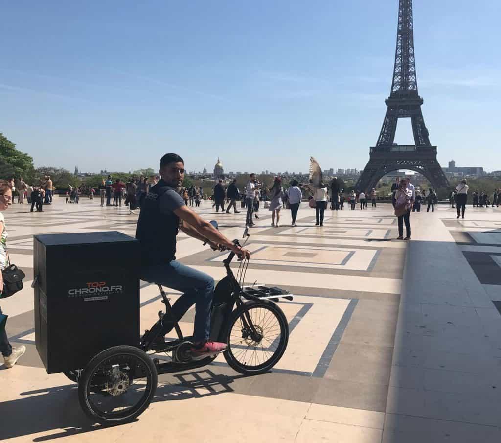 Coursier vélo cargo à assistance électrique